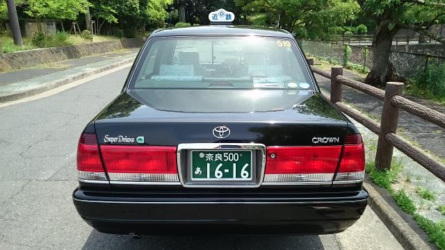 一般タクシー(中型)の後ろから