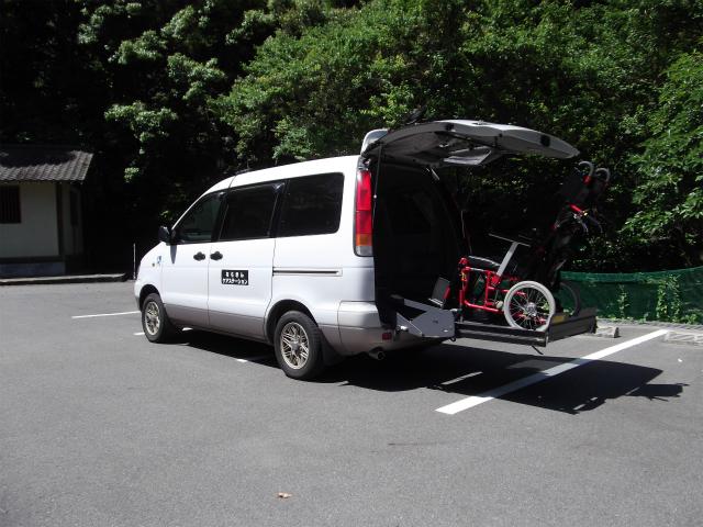 車いす対応介護タクシー(ノア)の車いす乗車写真2