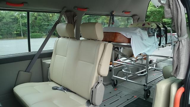介護タクシー(ストレッチャー、車いす対応)の車内