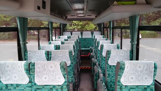 観光用マイクロバスの車内