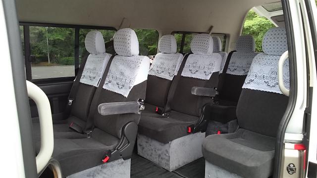 ジャンボタクシーの車内