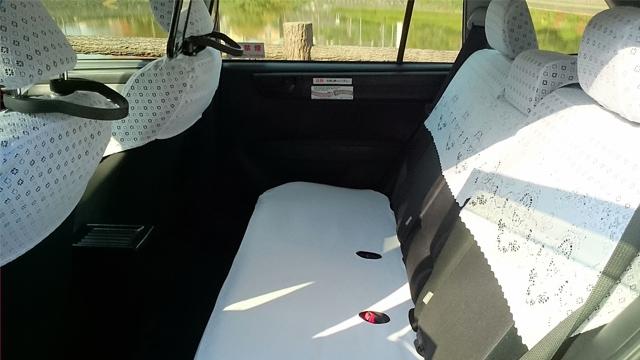 カローラフィールダー(小型)の車内