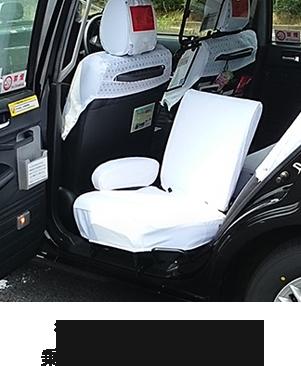 後部座席が90度回転。乗り降りがしやすいです。
